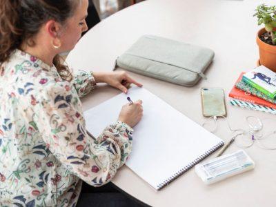 Millie Gietman aan het werk als projectmanager